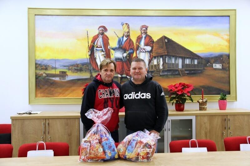 """Udruga veterana 5. gardijske brigade """"Sokolovi"""" i UHVIDR-a Vinkovci održali božićni domjenak"""