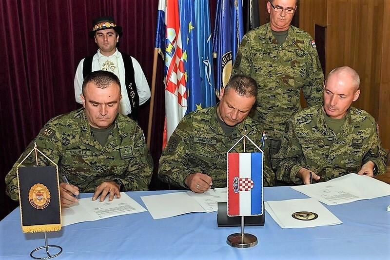 Sokolovi na svečanoj primopredaju dužnosti zapovjednika GOMBR-e