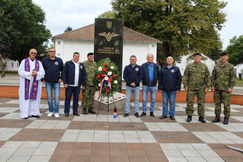 """Izaslanstvo Udruge veterana 5. gardijske brigade """"Sokolovi"""" odalo počast poginulim sokolovima"""